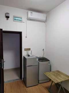 1室1厅1卫650元/月15m²出租