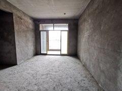 七小旁电梯三房急售,出行方便