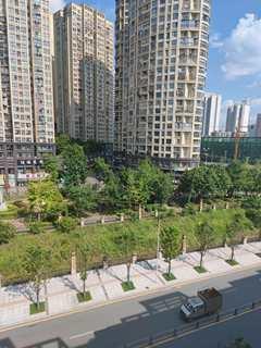 品质小区!(西外)体育中心3室2厅2卫120m²全明户型 朝向采光好。顶楼带花园