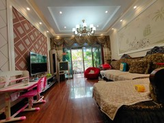 5室3厅3卫220万82m²出售